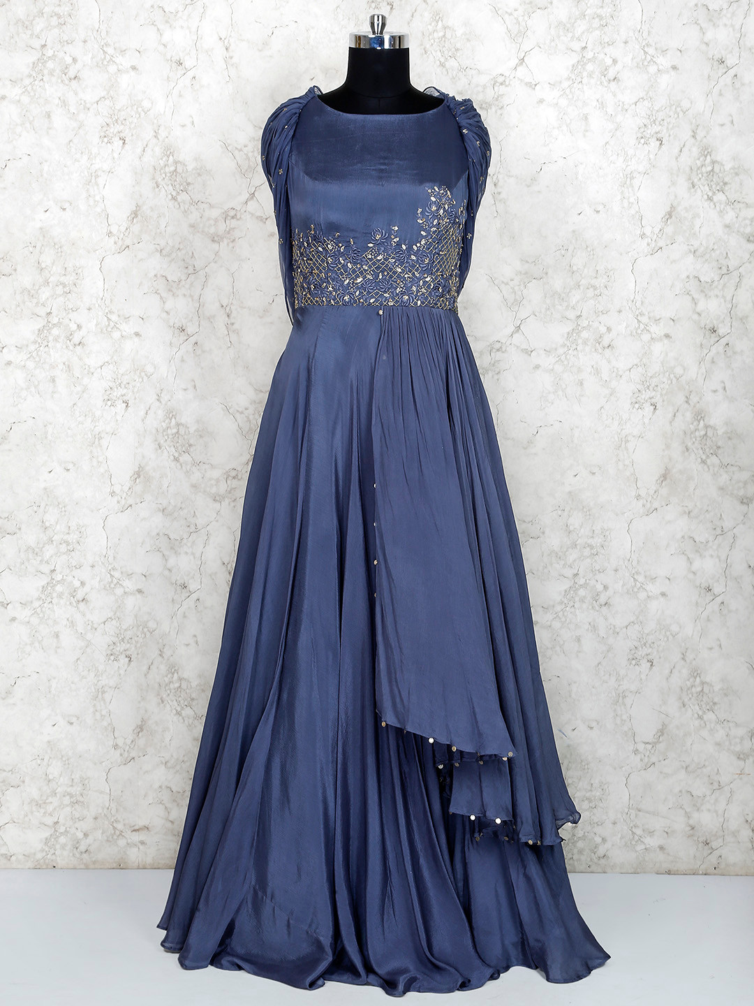Beautiful gown in grey color?imgeng=w_400