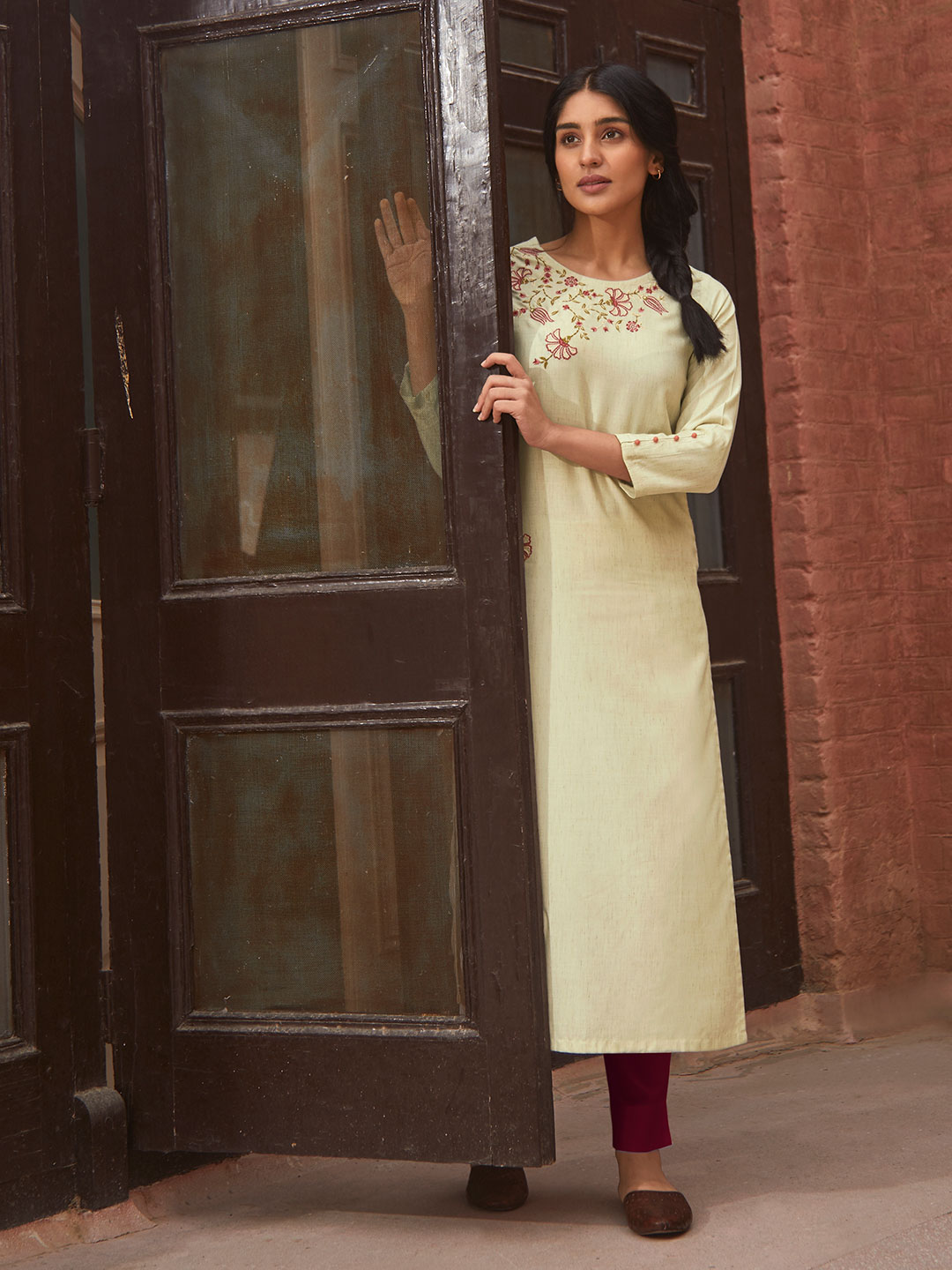 Beige cotton kurti for casual look?imgeng=w_400