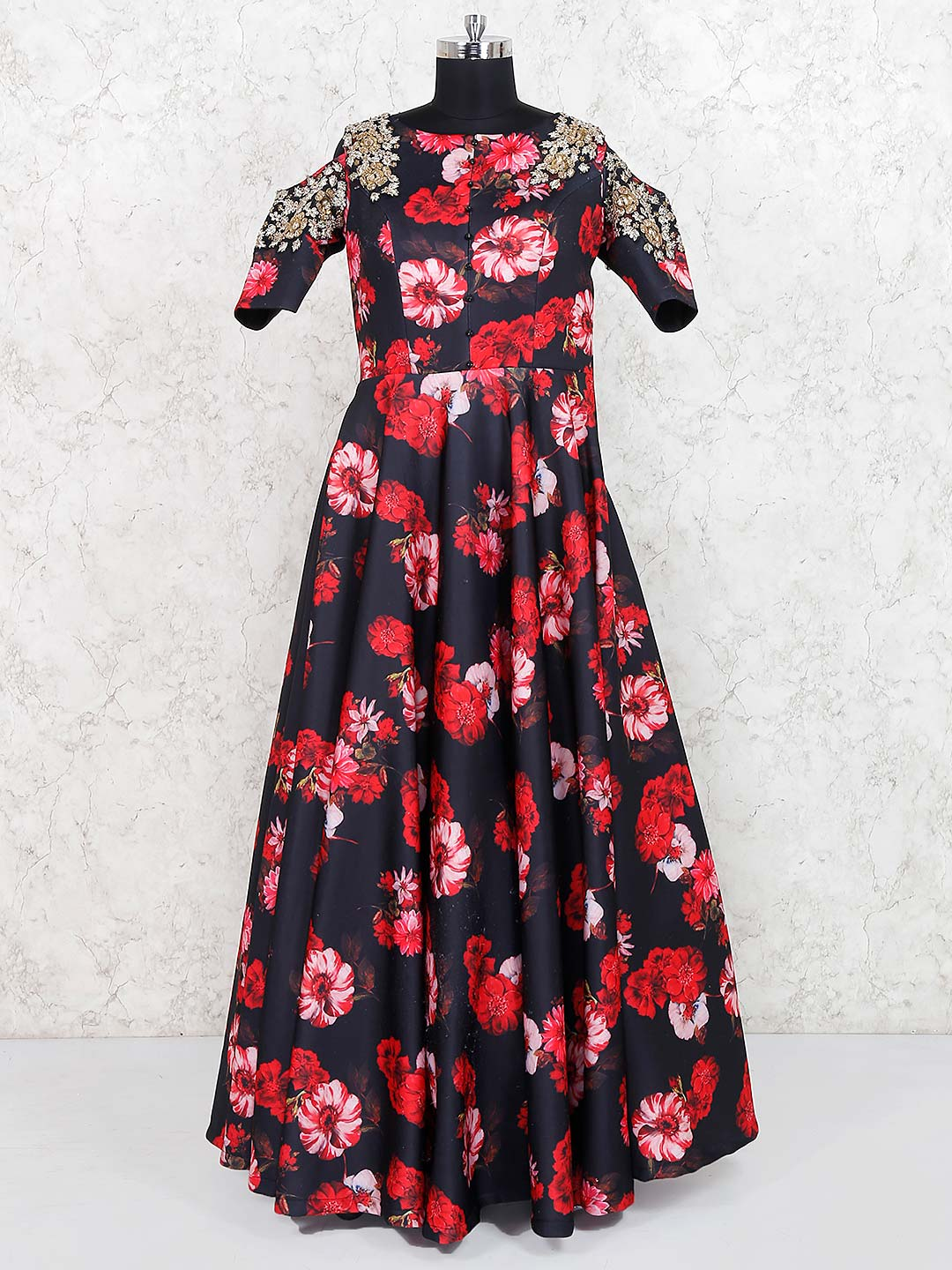 Black color satin gown?imgeng=w_400