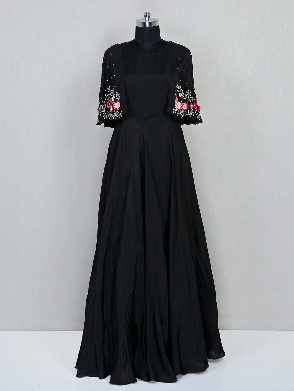 Black floor length silk gown for wedding?imgeng=w_400
