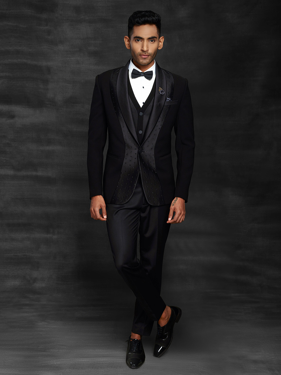 Black hue coat suit in terry rayon fabric?imgeng=w_400