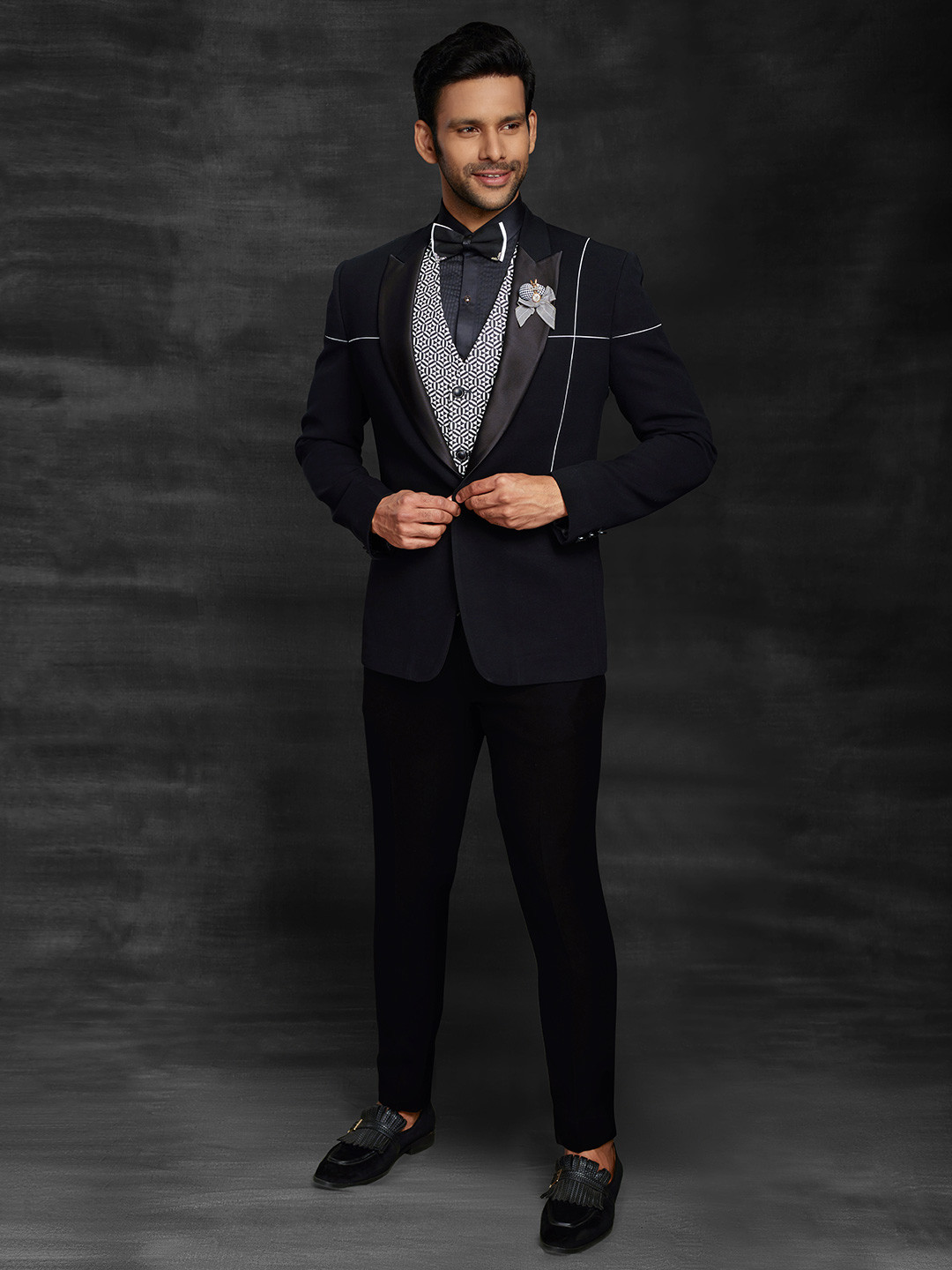 Black solid party wear official suit?imgeng=w_400