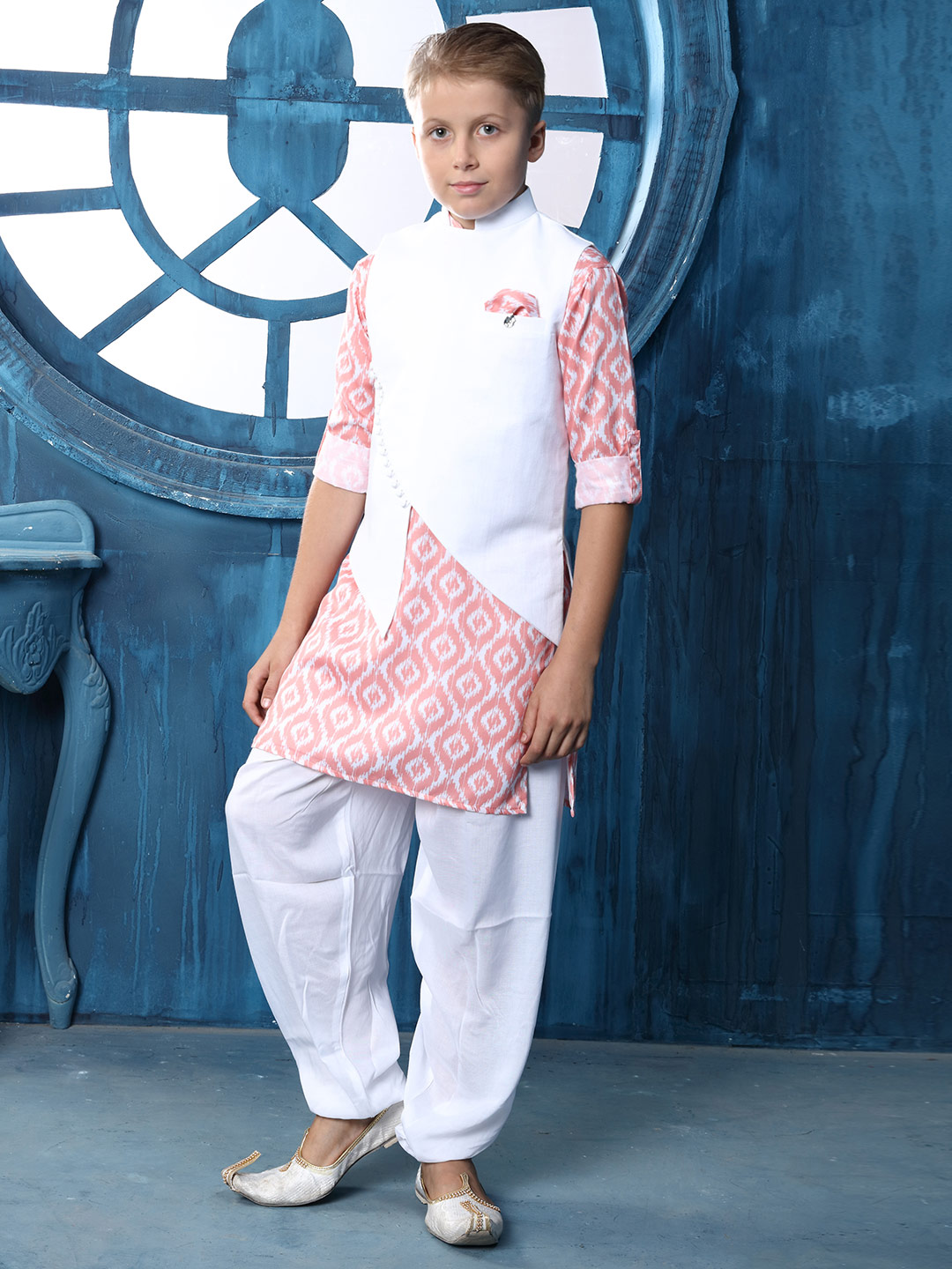 Cotton solid white and pink waistcoat set?imgeng=w_400
