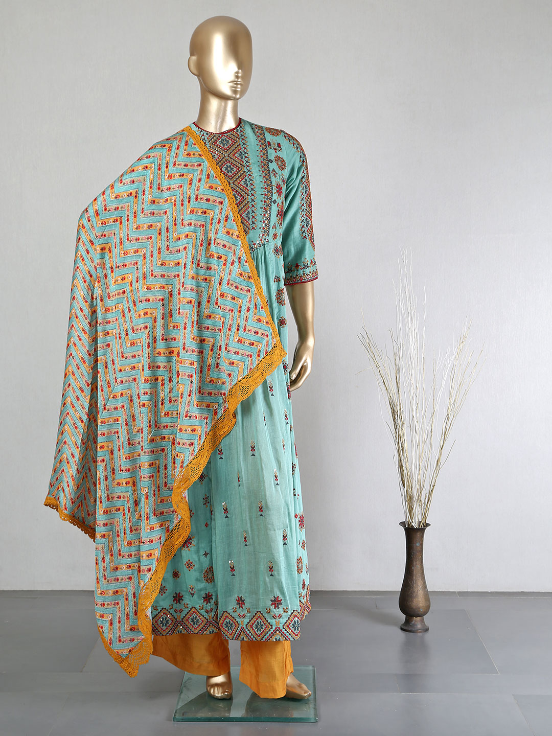 Green cotton silk palazzo suit for festive days?imgeng=w_400