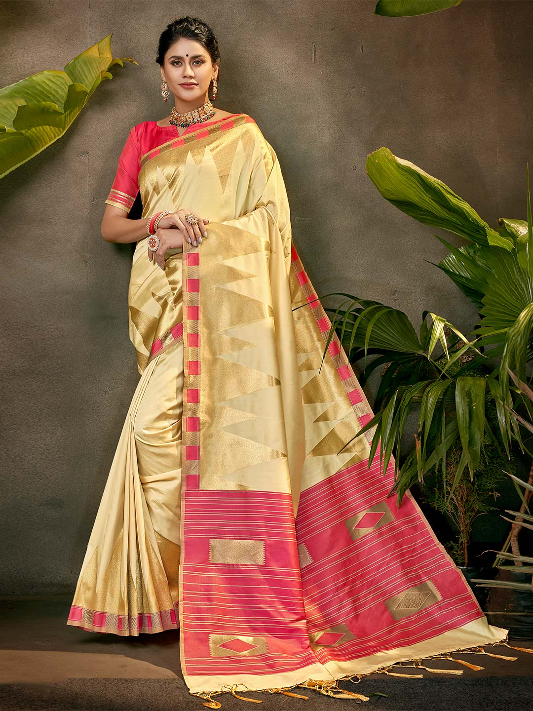 Latest beige colour silk saree for party session?imgeng=w_400