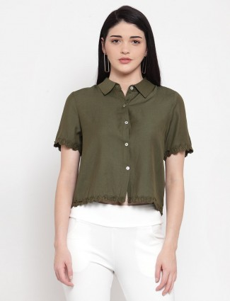 Olive collar causal top in cotton