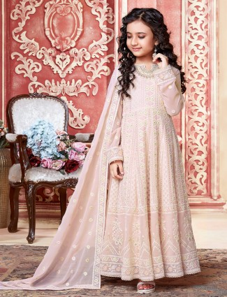 An alluring pink hue anarkali suit for preetty girls