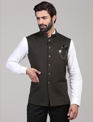 Dark grey knitted welt pocket solid waistcoat for mens