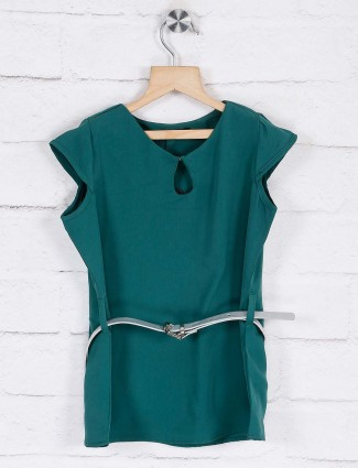 Deal solid green casual top