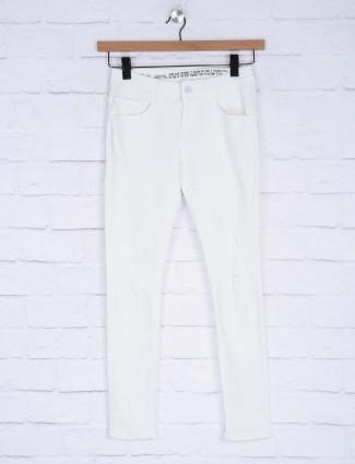 Deal white hue solid denim jeans
