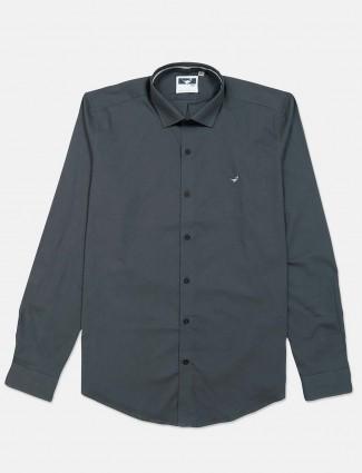 Frio solid dark grey slim fit cotton shirt