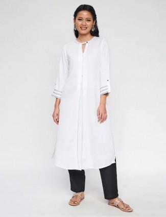 Global Desi casual wear white cotton kurti for women