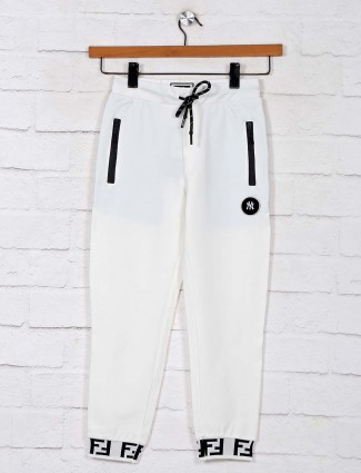 Gusto solid white trackpant in cotton