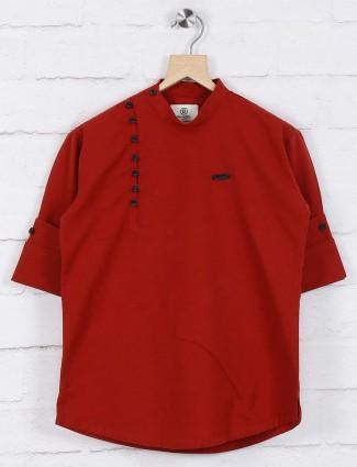 Maroon hued solid cotton short kurta