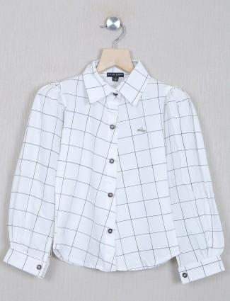 Stilomodo chexs white top for casual style