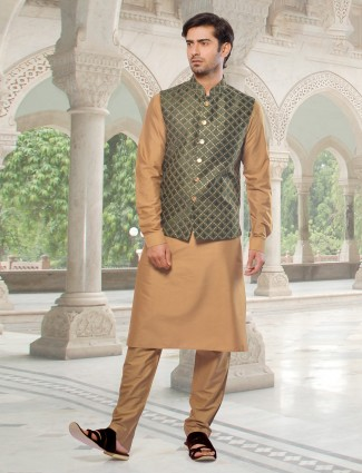 Stylish waistcoat set in olive and brown