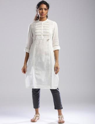 W White color plain kurti