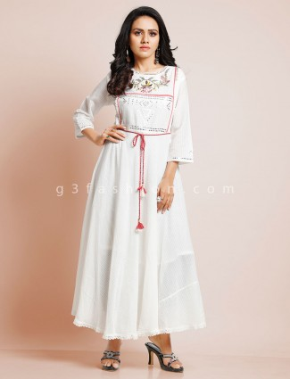 White cotton kurti for casual look