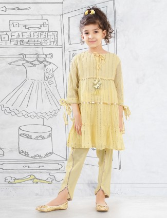 Yellow hue georgette pant suit