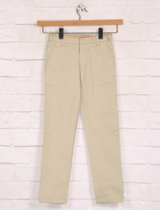 Zillian beige solid cotton slim fit trouser