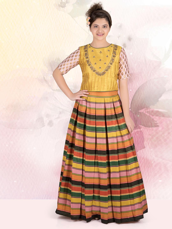 Multicolor lehnga choli for wedding function?imgeng=w_400