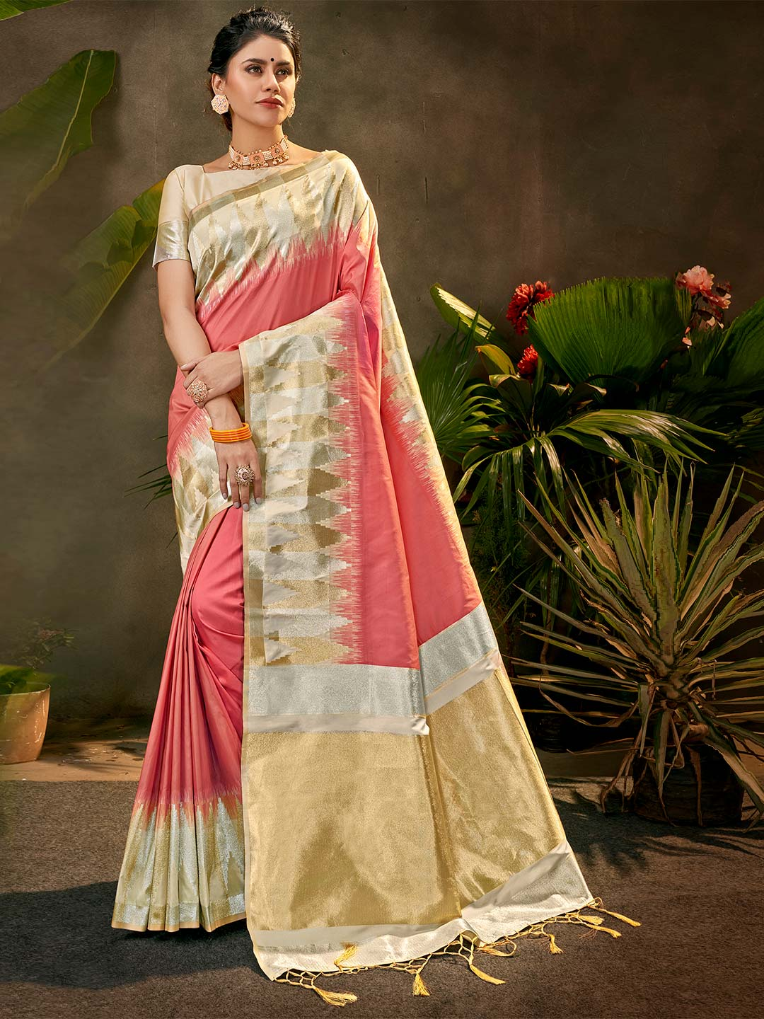 Party wear silk saree in pink colour?imgeng=w_400