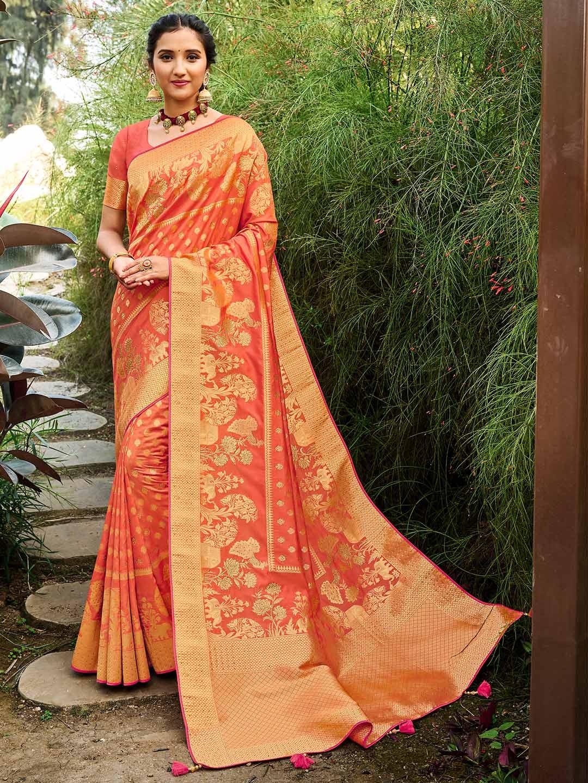Peach banarasi silk wedding saree?imgeng=w_400