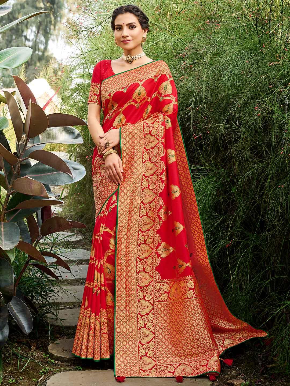 Red coloured banarasi silk for wedding session?imgeng=w_400