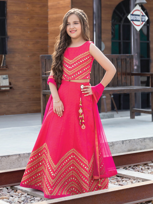 Wedding function lehenga choli in raw silk?imgeng=w_400