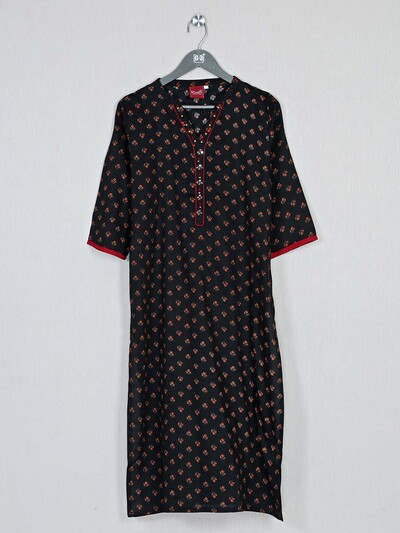 Black printed cotton kurti for casual look