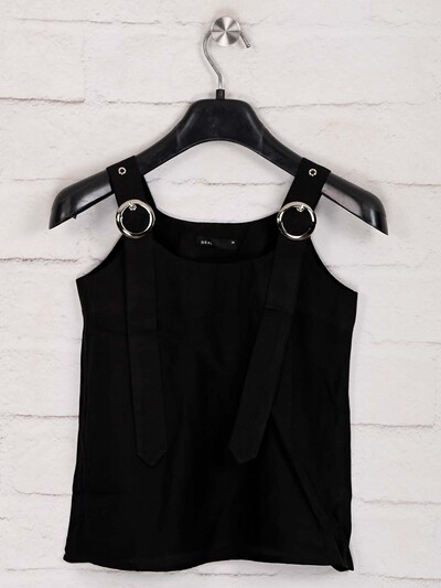 Deal solid black cotton top in casual