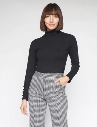 AND black casual knitted top for women