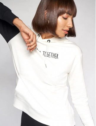 AND stylish white tint casual style top
