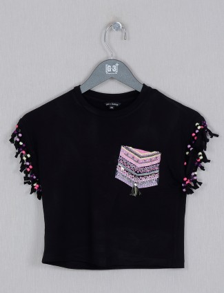 Black cotton top for girls with round neck