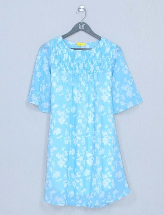 Blue cotton top in casual style for women