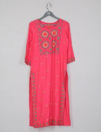 Casual wear pink printed cotton kurti for women