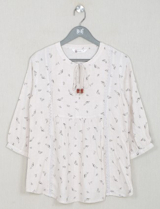 Casual wear printed cotton top in fabulous off-white