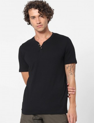 Celio presented black solid t-shirt for mens