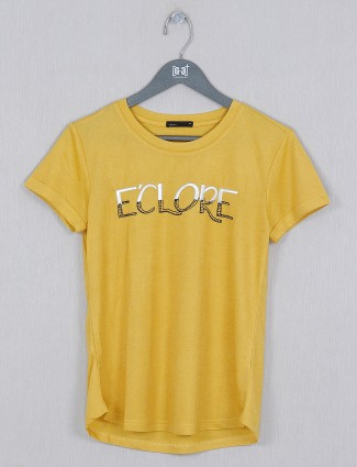 Deal casual wear cotton top in yellow hue