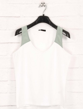 Deal casual wear white solid top