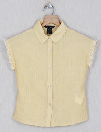 Deal cotton solid top in yellow