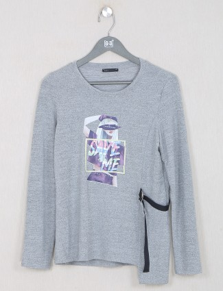 Deal graphic printed grey top for women