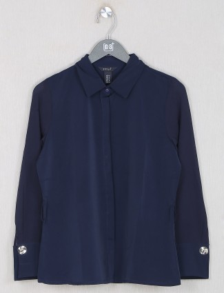 Deal presented blue solid style shirt for women