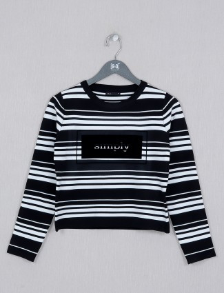 Deal ribbed striped top in black hue