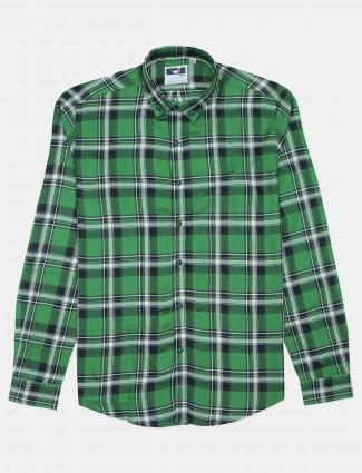Frio checkers cotton shirt in green color