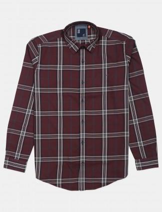 Frio checks cotton shirt in maroon color