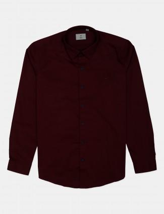 Frio maroon solid shirt in cotton