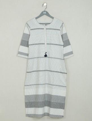 Grey casual wear cotton kurti in cotton for women