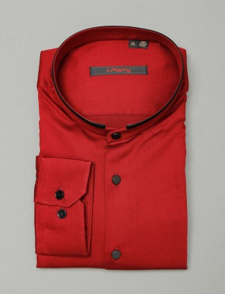I Party maroon hue solid stand colar shirt