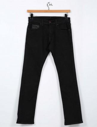 Levis solid black slim fit jeans